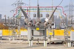 elektrisk hög avdelningskontorspänning Arkivfoto