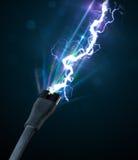 Elektrisk kabel med glödande elektricitetsblixt royaltyfri foto