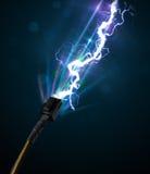 Elektrisk kabel med glödande elektricitetsblixt royaltyfri fotografi