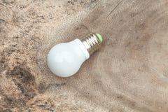 Elektrisk lampa på den wood lampan på trät Royaltyfri Fotografi