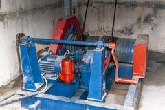 Elektrisk mekanism för att klara av vattenlås fotografering för bildbyråer