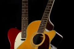 Elektrisk och akustisk gitarr fotografering för bildbyråer