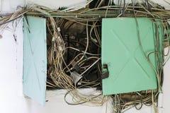 Elektrisk panel, en röra av trådar royaltyfria foton