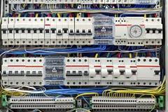 Elektrisk panel med säkringscloseupen arkivfoton