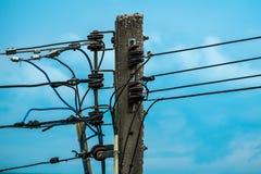 Elektrisk pol med isolatorer royaltyfri foto