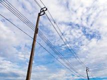 Elektrisk pol och kabel fotografering för bildbyråer