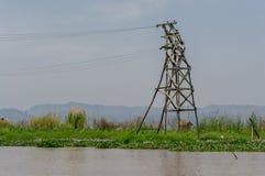 Elektrisk pylon i Inle sjön, Myanmar Arkivbild