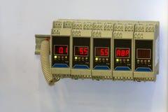 Elektrisk stabilisator - transistorer eller motstånd - elektronisk utrustning för säkerhet arkivfoton
