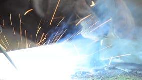 Elektrisk svetsning av metallramen lager videofilmer
