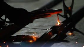 Elektrisk svetsning för metall stock video