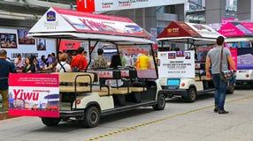 Elektriska anslutningsbilar av kantonmässaporslinet Royaltyfria Bilder