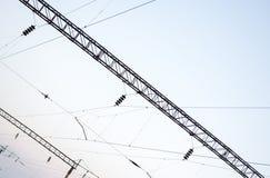 Elektriska banor på himmelbakgrunden Arkivbilder