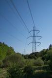 elektriska höga linjer driver spänning Royaltyfri Foto