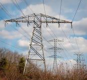 elektriska höga linjer ström Arkivfoto