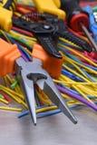 Elektriska hjälpmedel och kablar som används i elektriska installationer Royaltyfri Bild