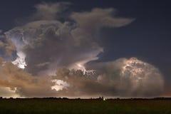 Elektriska horisonter - blixt på natten Royaltyfri Foto