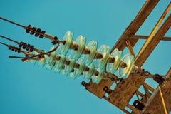 Elektriska isolatorer f?r exponeringsglas underifr?n royaltyfria bilder