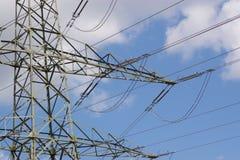 elektriska linjer strömsky Fotografering för Bildbyråer