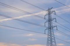 Elektriska poler för hög spänning med klar himmel Royaltyfri Fotografi