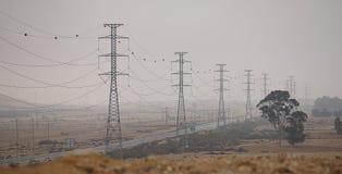 Elektriska poler i öknen Arkivfoto