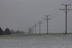 Elektriska poler i en snö Royaltyfria Foton