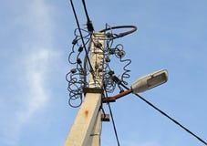 Elektriska poler och elektrisk tråd Royaltyfria Foton