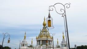 Elektriska poler och pagodskulptur Royaltyfri Fotografi