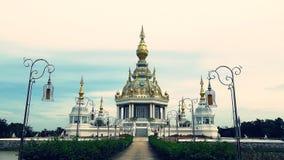 Elektriska poler och pagodskulptur Royaltyfria Bilder