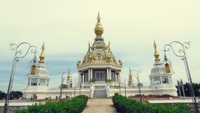 Elektriska poler och pagodskulptur Arkivfoton