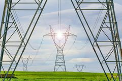 Elektriska poler och tung industriell service Royaltyfri Foto