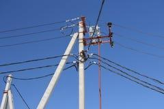Elektriska poltrådar arkivfoto