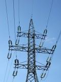 elektriska trådar för elektricitetskraftledningpylons Arkivfoton