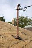 elektriska trådar för pol för hus för elektricitetstillträdesutgångspunkt Royaltyfri Foto