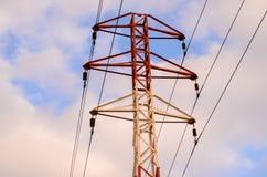 Elektriskt överföringstorn för hög spänning Royaltyfri Fotografi