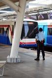 Elektriskt järnväg drev för BTS på Bangkok Thailand Arkivfoto