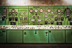 Elektriskt kontrollantrum i en gammal metallurgical firma Royaltyfria Foton