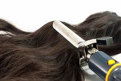 Elektriskt krullande järn och hår Fotografering för Bildbyråer