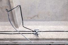 Elektriskt ledningsn?t f?r yrkesm?ssigt utkast i hus eller l?genhet under reparationen, installation av f?reningspunktasken, h?g  royaltyfria foton