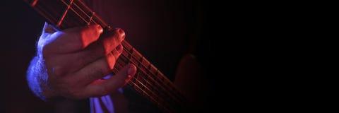 elektriskt leka för gitarrman fotografering för bildbyråer