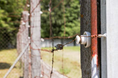 Elektriskt staket i Dachau royaltyfri foto