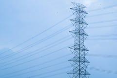 Elektriskt torn/högt spänning för överföring Royaltyfri Bild