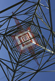 Elektrizitäts-Gondelstiel von unterhalb Stockfotos