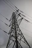Elektrizitäts-Gondelstielwolken und -himmel Stockbilder