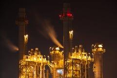 Elektrizitätskraftwerk in der Dunkelheit Lizenzfreies Stockfoto