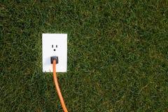 Elektro afzet in gras Royalty-vrije Stock Fotografie