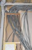 Elektro bedrading Elektrische draadinstallatie binnenshuis stock foto's