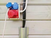 Elektro bedrading met kabel en contactdozen Stock Foto's