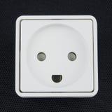 Elektro contactdoos op zwarte achtergrond Royalty-vrije Stock Afbeeldingen