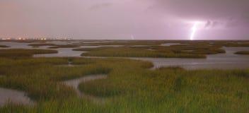 Elektro de bliksemstakingen Galveston Texas We van Onweersbenaderingen Stock Foto's