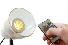 Elektro lamp, dichtbij het ver controlemechanisme ter beschikking Stock Foto's